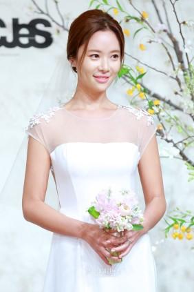 Hwang-Jun-Eum-wedding-star-daily-news-21
